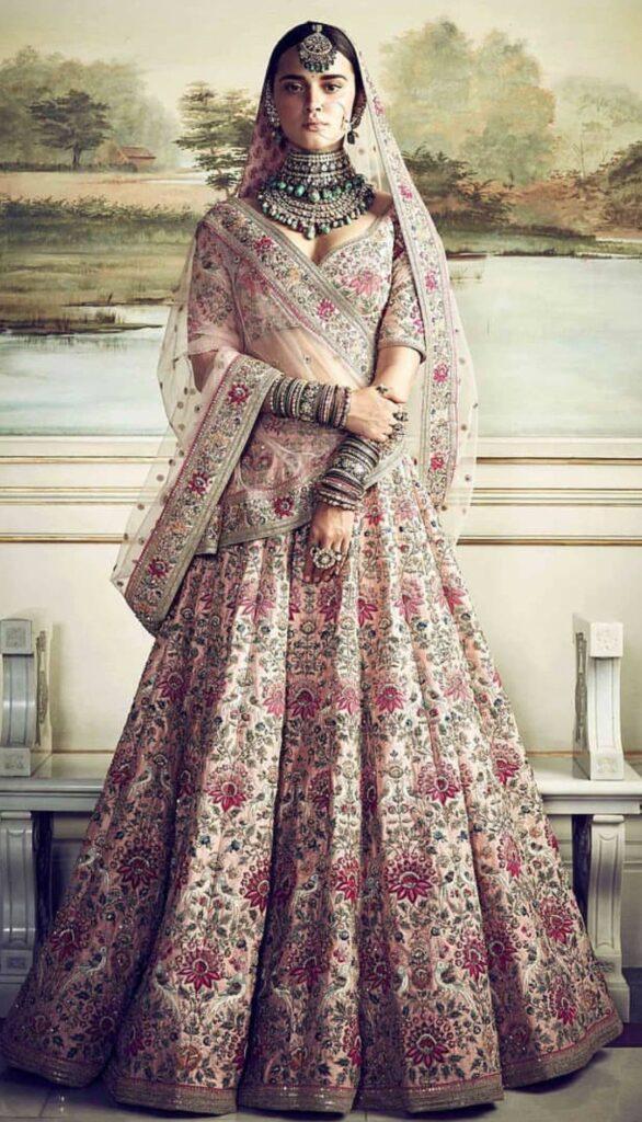 Anushka sharma wedding dress